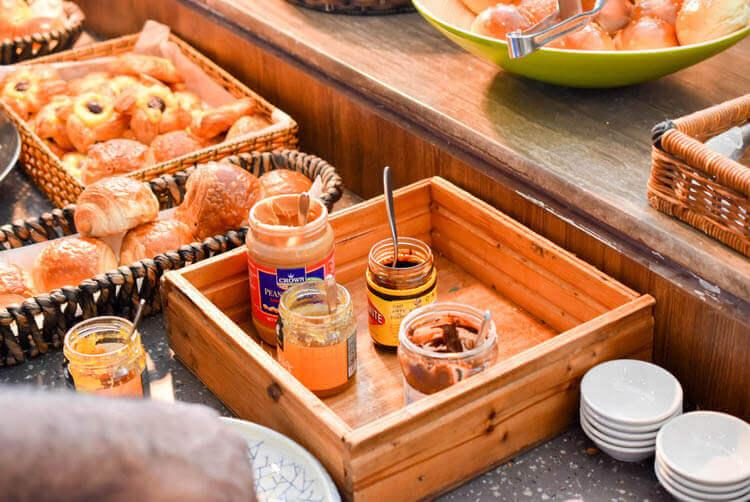 ホーチミン ニューワールド サイゴン ホテルの朝食ブュッフェ パンに塗るジャムなど