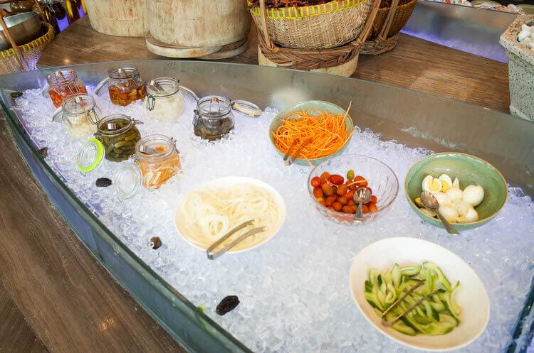 ホーチミン ニューワールド サイゴン ホテルの朝食ブュッフェ サラダ