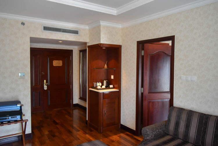 レックス ホテル サイゴン 寝室へ