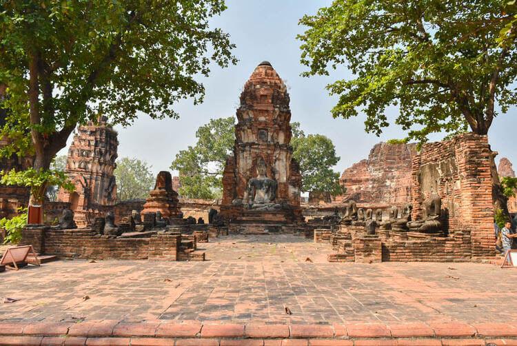 ワット・プラ・マハータート 仏像と遺跡
