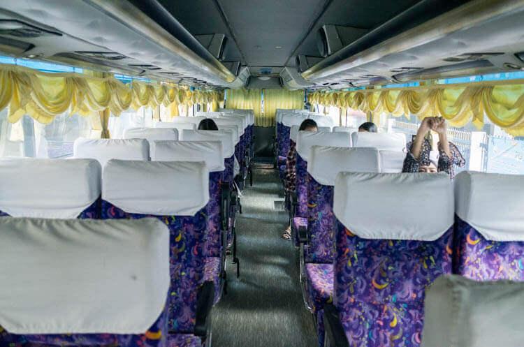 アユタヤツアー バスの中