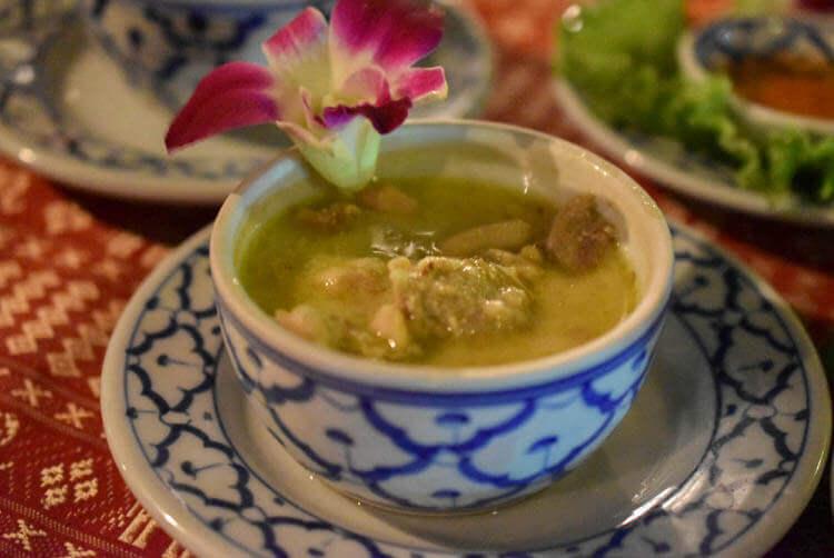 バンコククルージングディナー タイ茄子のグリーンカレー
