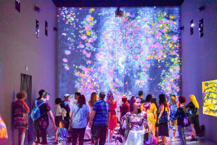チームラボ FUTURE WORLD 光のアート