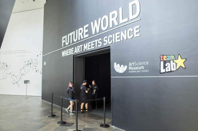 チームラボ FUTURE WORLD バーコードを見てはいる