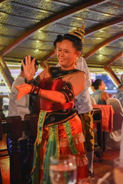バンコククルージングディナー 民族舞踊