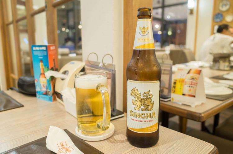 バンコク トンクルアン ビールで乾杯