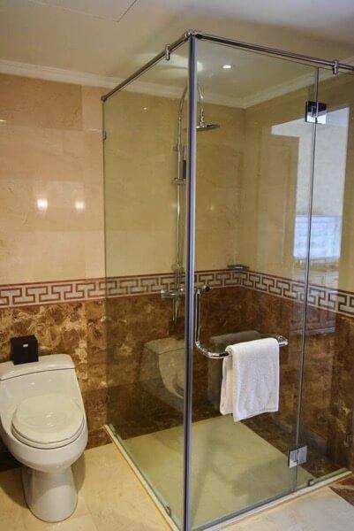 レックス ホテル サイゴン シャワー