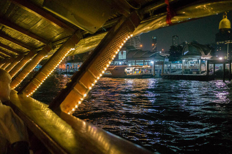 バンコククルージングディナー 船からの眺め