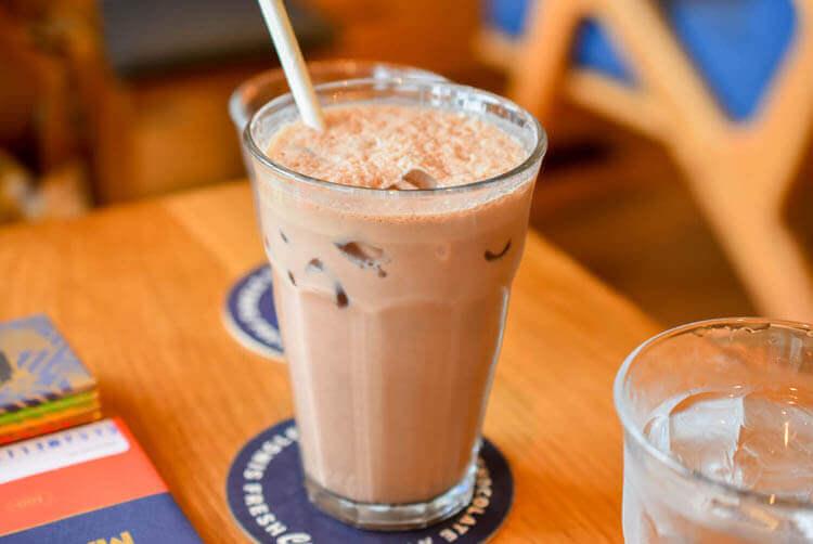 ホーチミン MAROU マルゥ 直営カフェ アイスチョコレートドリンク