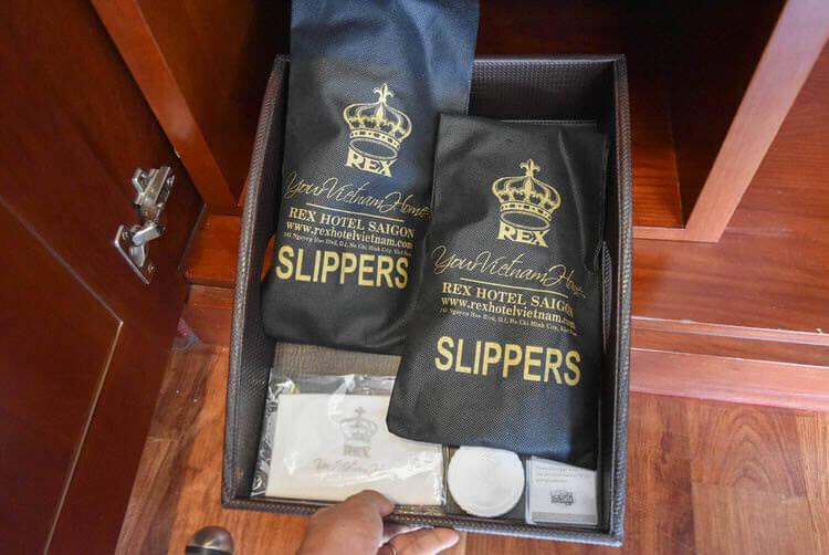 レックス ホテル サイゴン 靴磨き、スリッバ
