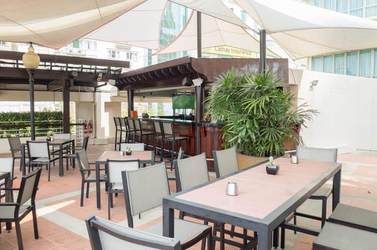 ニューワールドサイゴンホテル  プールサイドのカフェ