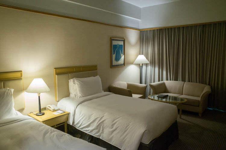 ニューワールドサイゴンホテル  証明を消した