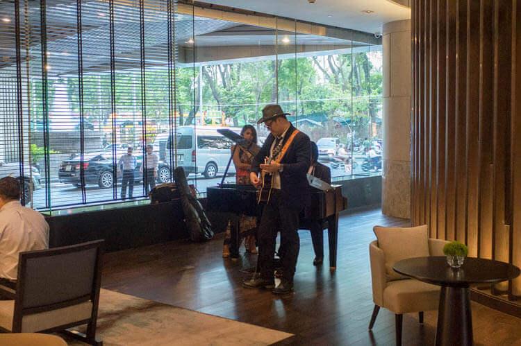 ニューワールドサイゴンホテル  ラウンジカフェ ジャズ演奏