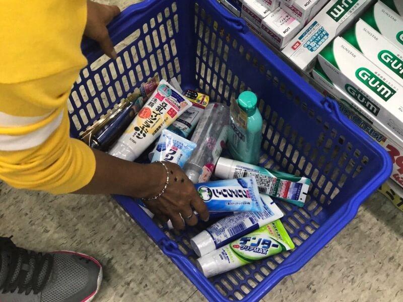 薬局で買い物