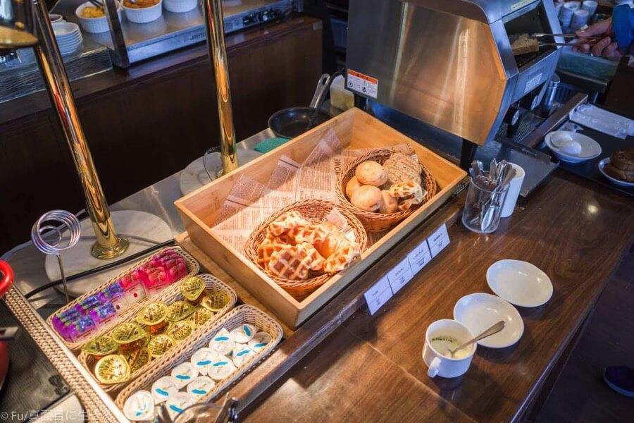 ドーミーインPREMIUM小樽の朝食ブュッフェ パン類
