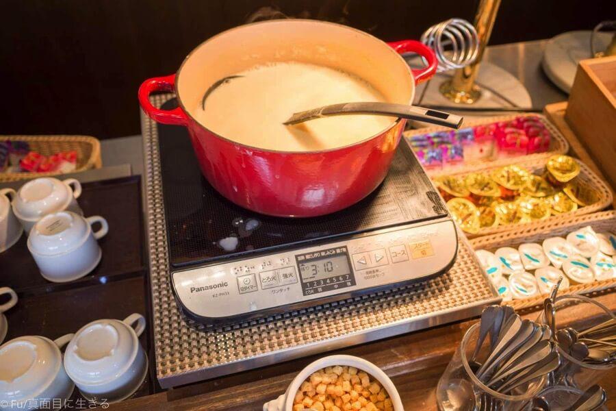 ドーミーインPREMIUM小樽の朝食ブュッフェ スープ