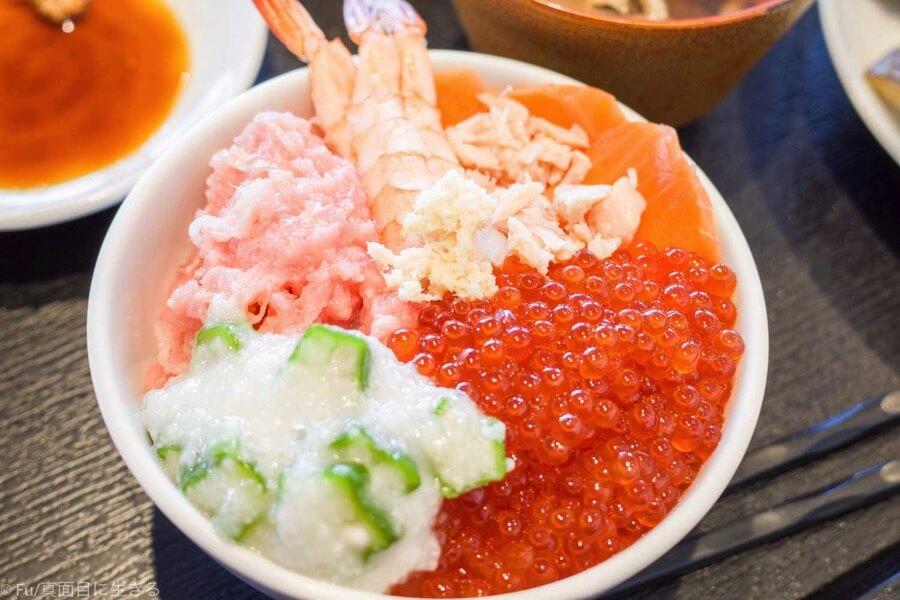 【食レポ】ドーミーインPREMIUM小樽の朝食ブュッフェはイクラ盛り放題の海鮮丼が食べ放題