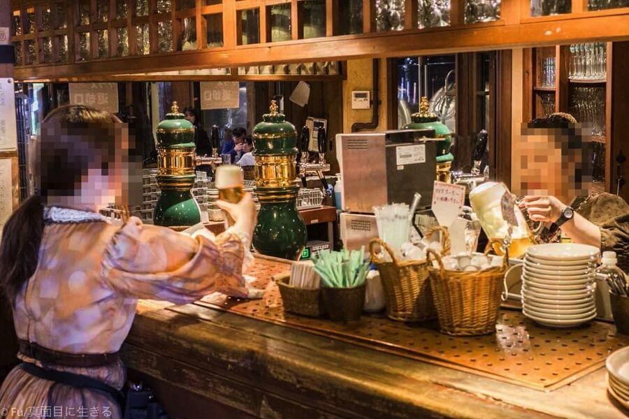 小樽倉庫No.1 ビールを注ぐ