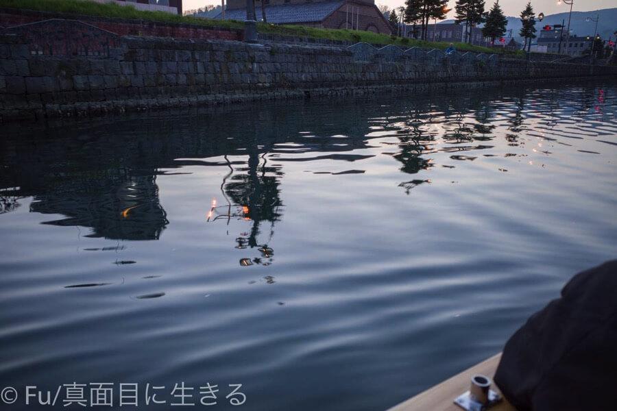 小樽運河クルーズ 水面に映る