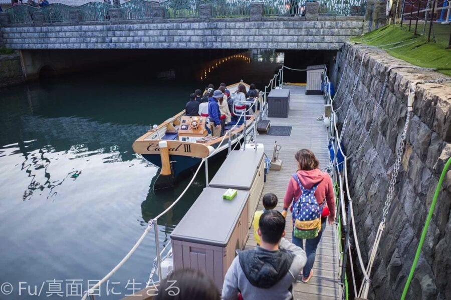 小樽運河クルーズ 乗り込む