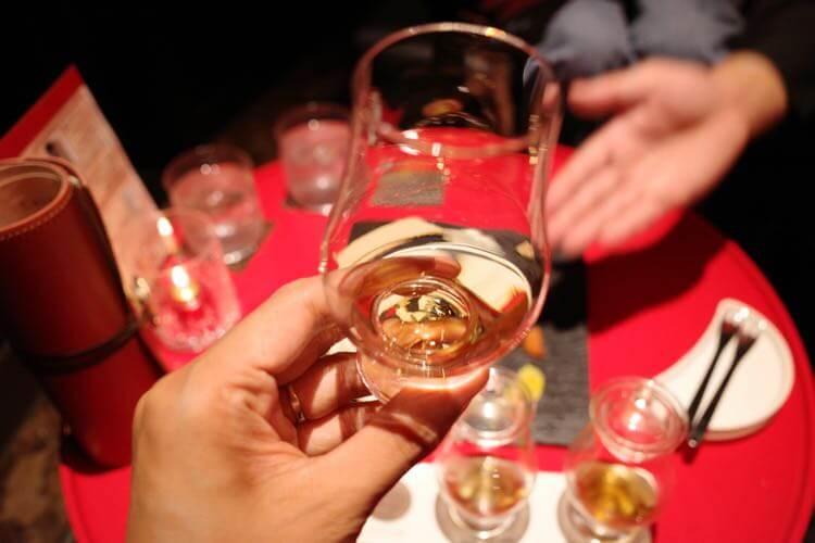 ウイスキー飲む