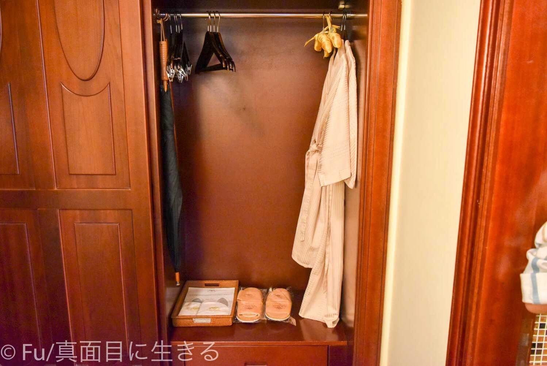 ホテル マジェスティック サイゴン クローゼットの中 バスローブ