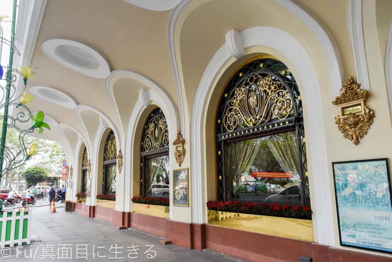 ホテル マジェスティック サイゴン 外廊下の様子