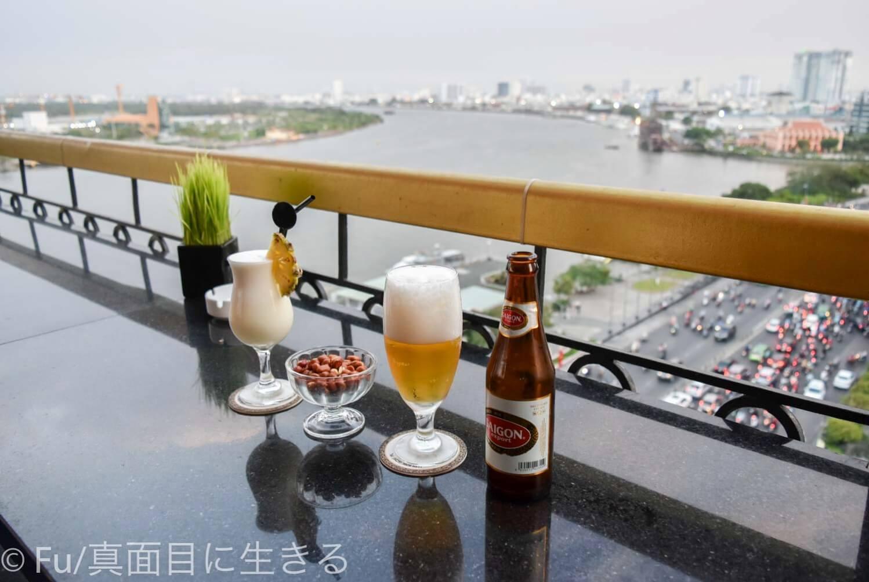 ホテル マジェスティック サイゴン お酒を飲みながらサイゴン川