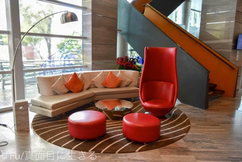 ルメリディアン サイゴン ロビーの椅子