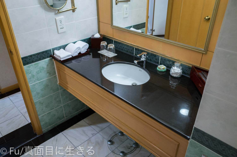 ルネッサンス リバーサイド ホテル サイゴン 洗面台