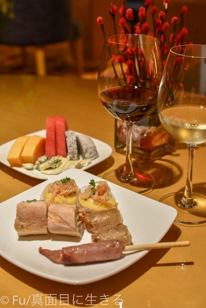 ルネッサンス リバーサイド ホテル サイゴン 夜のハッピーアワー