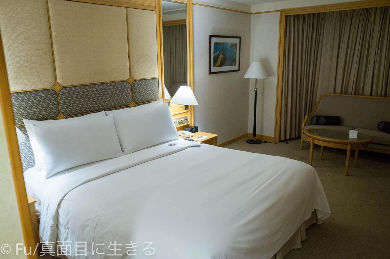ルネッサンス リバーサイド ホテル サイゴン ベッド