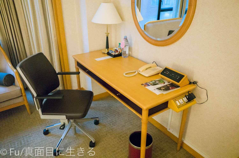 ルネッサンス リバーサイド ホテル サイゴン デスク