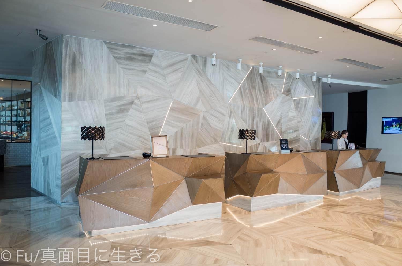 ルネッサンス リバーサイド ホテル サイゴン フロントロビー