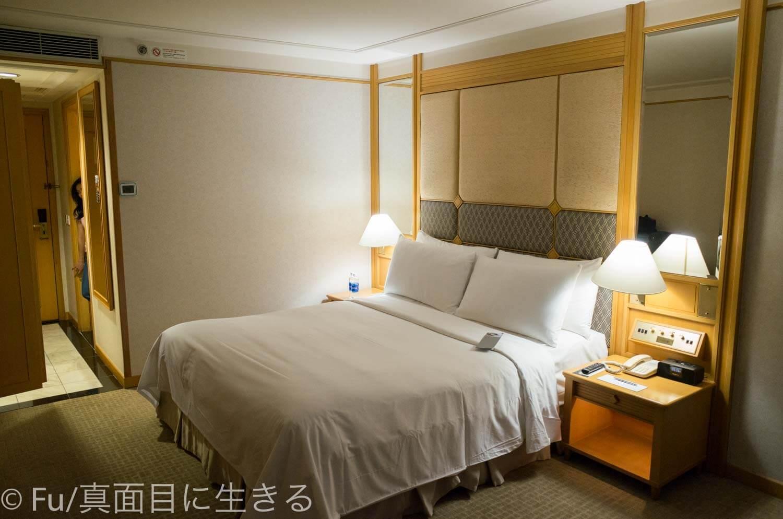 ルネッサンス リバーサイド ホテル サイゴン ベッド周辺