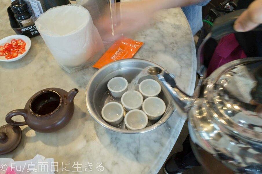 黄亜細肉骨茶餐室 湯のみを温める