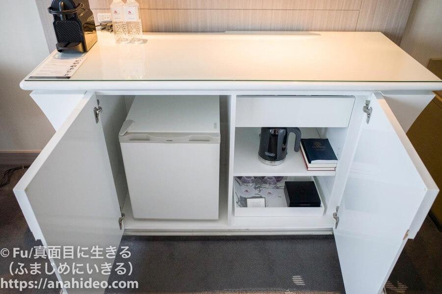 東京マリオットホテル テレビの下の棚を開ける