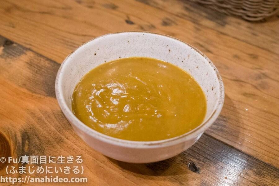 山本のハンバーグ 阿佐ヶ谷食堂 カレーを器に盛った