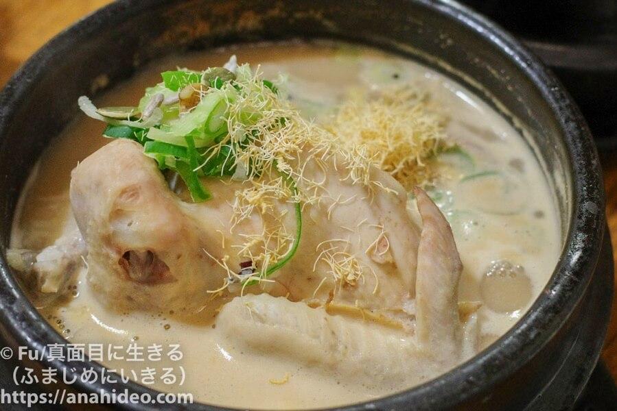 土俗村(トソッチョン) 高麗人参がかかった参鶏湯