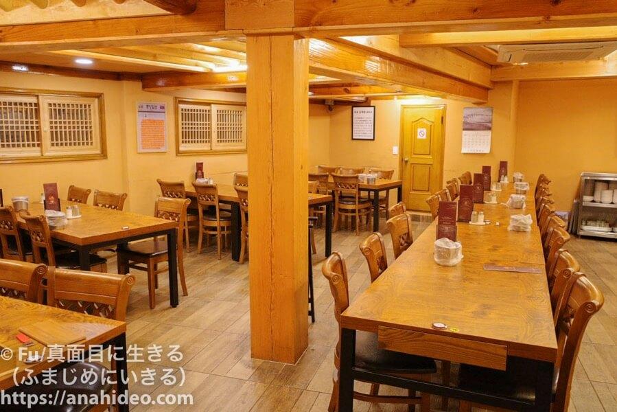 土俗村(トソッチョン) 店内テーブル席