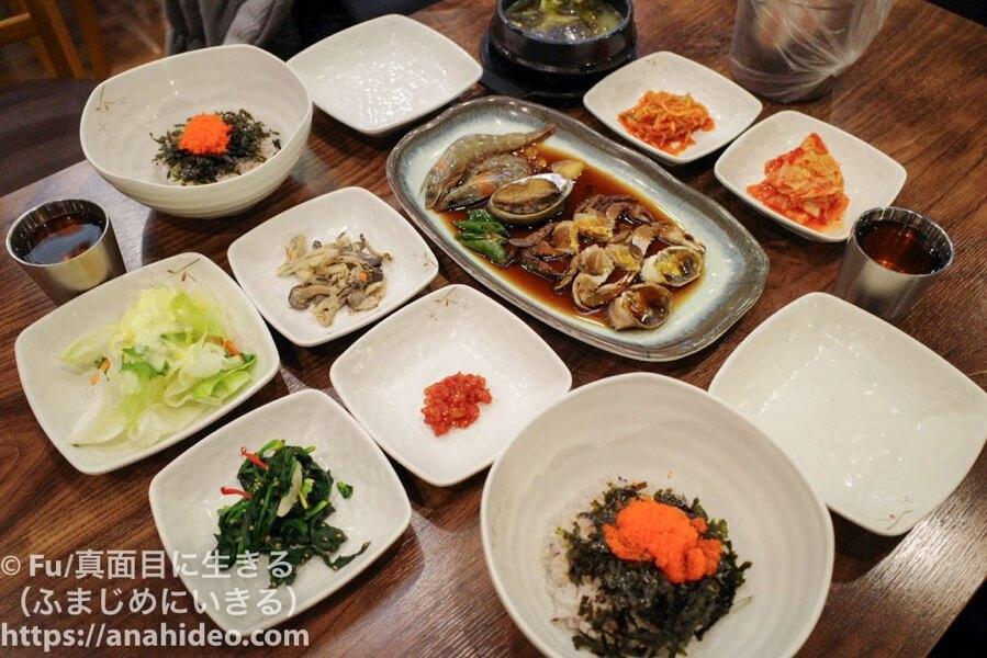 フードコートの韓国料理