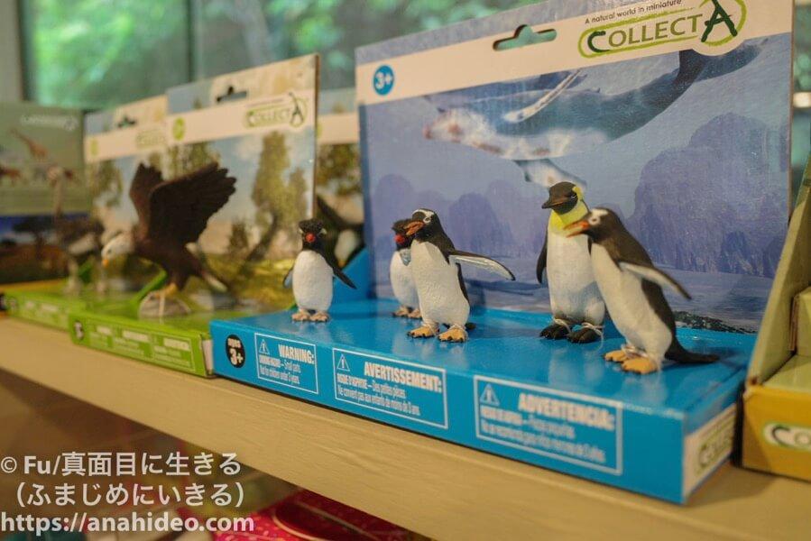 ジュロンバードパーク ペンギンのフィギュア