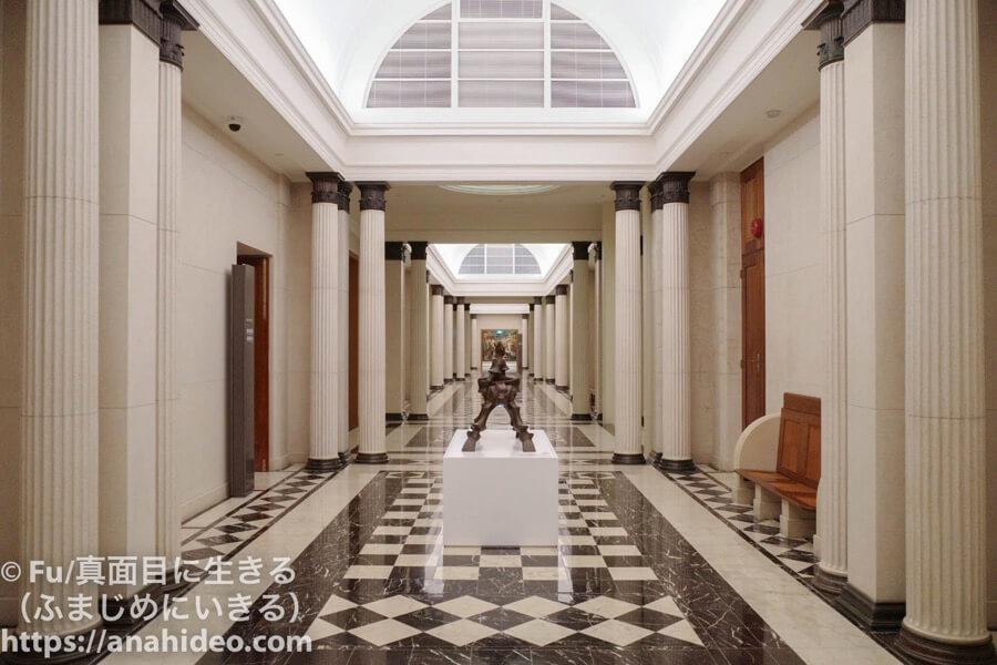ナショナルギャラリーシンガポール最高裁判所側館内