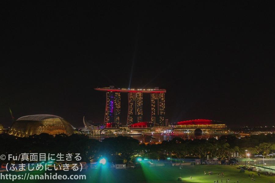 ナショナルギャラリーシンガポール レーザーショーの様子