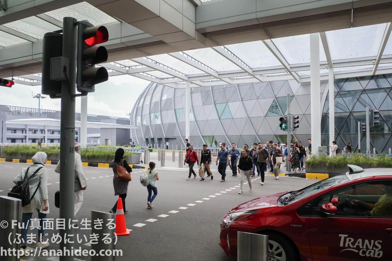 ターミナル1前の信号