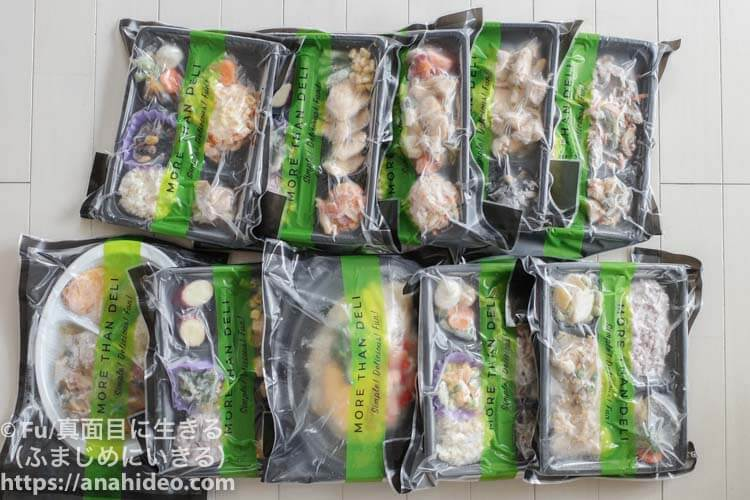 宅配弁当を並べる