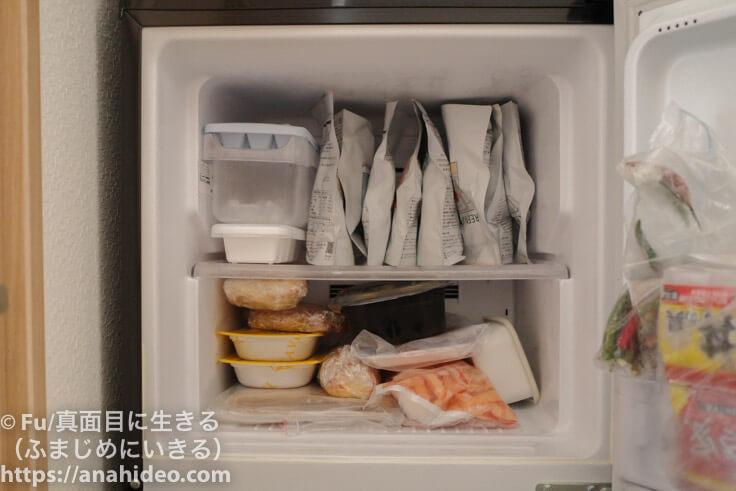 冷凍庫に詰めた